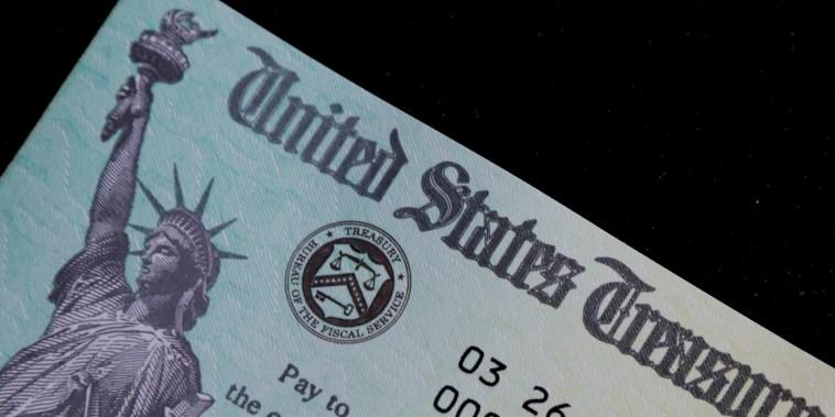 Si una familia no reporta impuestos porque no gana suficiente dinero, tiene que inscribirse a través de la herramienta para no declarantes del IRS.