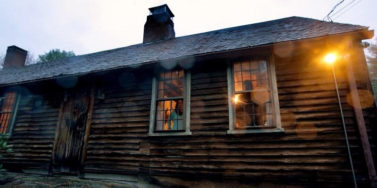 La casa que se usó como escenario para la película de terror 'El Conjuro' está ubicada en Harrisville, Rhode Island.