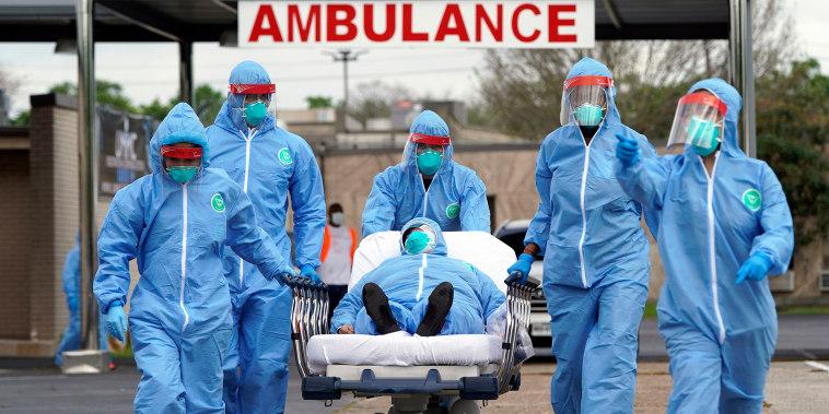 El número total de muertos desde el comienzo de la pandemia es de más de 674,000, hasta mediados de septiembre, según los datos recogidos por la Universidad Johns Hopkins, aunque se cree que la cifra real es mayor.