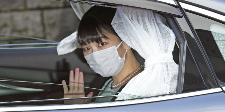 Image: Japan's Princess Mako leaves her home for her marriage in Akasaka Estate in Tokyo