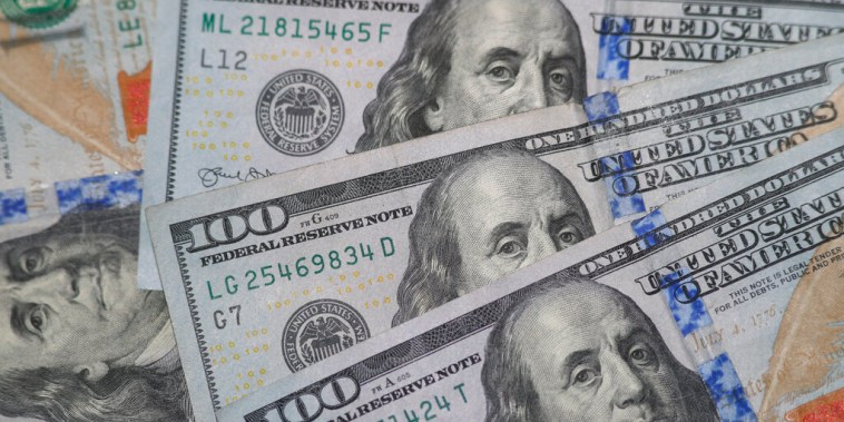 Varios billetes de 100 dólares