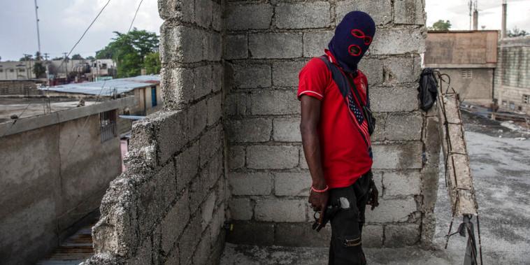 Un pandillero en Puerto Príncipe, Haití