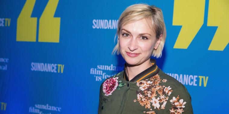 Halyna Hutchins asiste a la fiesta de inicio oficial del Festival de Cine de Sundance en Park City, Utah, el 19 de enero de 2018.