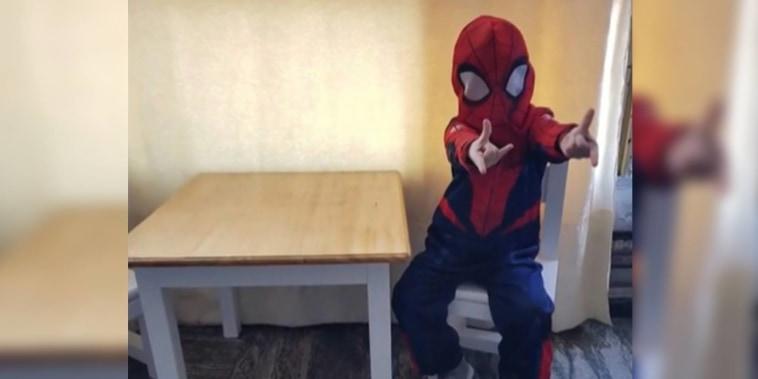 Joaquín Ceretti, niño que se vacunó contra el COVID-19 disfrazado de Spiderman