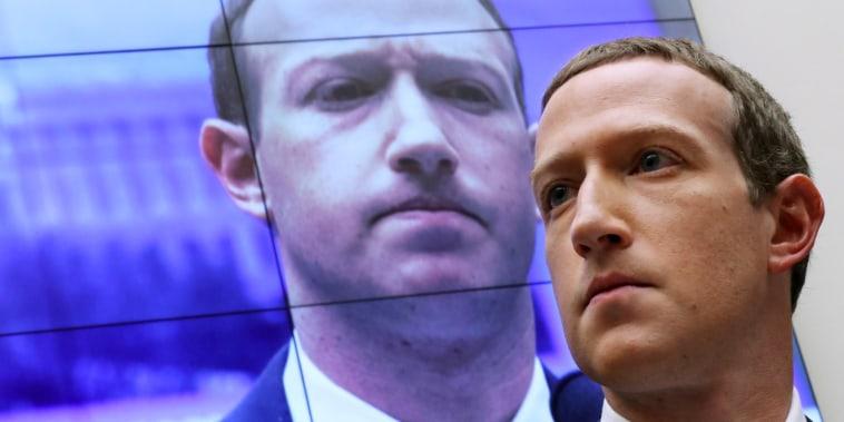 El cofundador y CEO de Facebook, Mark Zuckerberg, poco antes de testificar ante el Comité de Servicios Financieros de la Cámara de Representantes del Congreso el 23 de octubre de 2019.