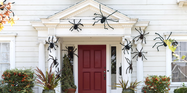 Halloween in front of house decorations