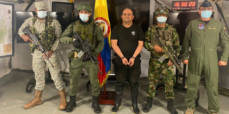 Uno de los narcotraficantes más buscados de Colombia, Dairo Antonio Úsuga, alias 'Otoniel', líder del cartel del Clan del Golfo, tras su captura en una base militar en Necoclí, Colombia, el sábado 23 de octubre de 2021.