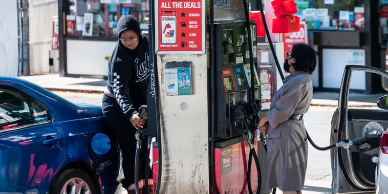 Image: Motorists fill their cars at one of the few remaining gas stations that still has fuel in Arlington, Va., on May 13, 2021.