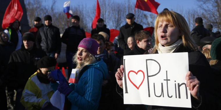 Image: Pro-Russian residents rally in Donetsk, Ukraine