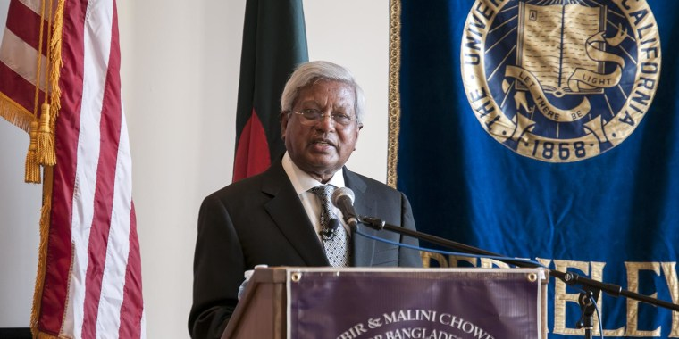 Sir Fazle Abed, the founder of BRAC, delivers a lecture at the center's inauguration.