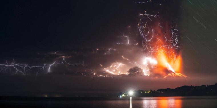 Image: Eruption of Chilean Calbuco volcano