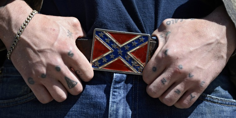 Image: Wal-Mart, other retailer ban articles with Confederate flag