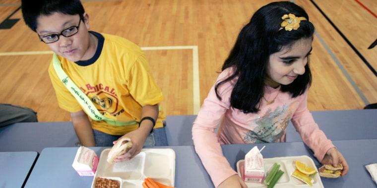 Image: Children in a N.J. school eat lunch