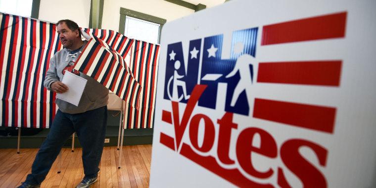 Image: TOPSHOT-US-VOTE-ELECTION-NEW HAMPSHIRE