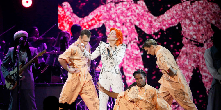 Image: Lady Gaga performs a medley of David Bowie songs as a tribute to the late singer during the 58th Grammy Awards in Los Angeles