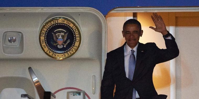 Image: Obama arrives in London