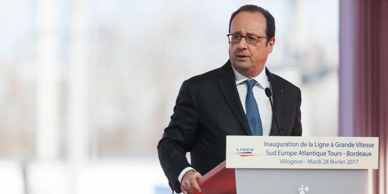 Image: Hollande delivers a speech in Villognon
