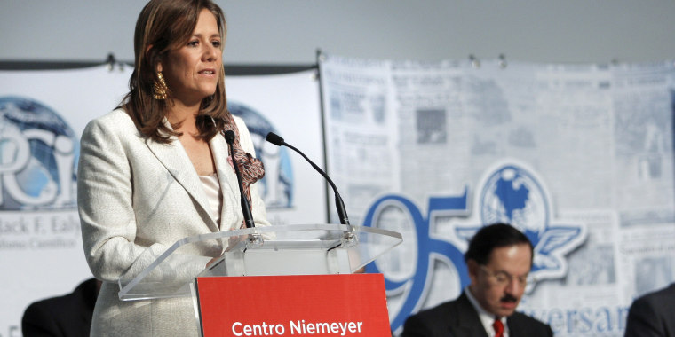 Image: Mexican presidential candidate, Margarita Zavala, speaks at a meeting of Scientific Journalism