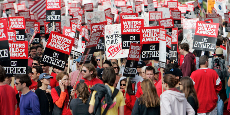 Image: Thousands of Writers Guild of America (WGA) writers and others strike in 2007