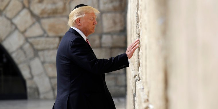 Image: Trump visits the Western Wall