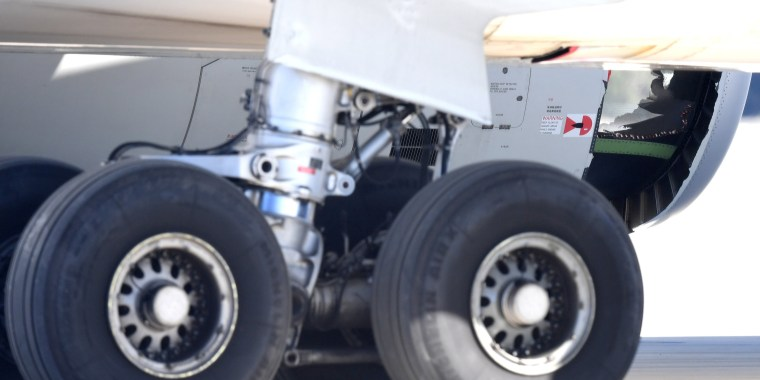Image: The damaged engine of a China Eastern Airlines Airbus A330