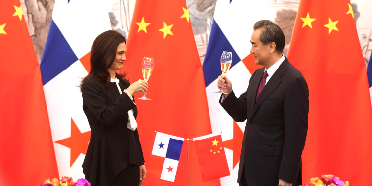 Image: Chinese Foreign Minister Wang Yi and Panama's vice president and foreign minister Isabel Saint Malo de Alvarado celebrating in Beijing