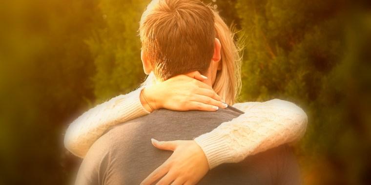 Image: Couple kissing