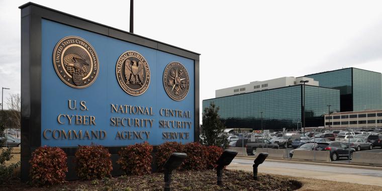 Image: Defense Secretary Carter Visits U.S. Cyber Command At Fort Meade