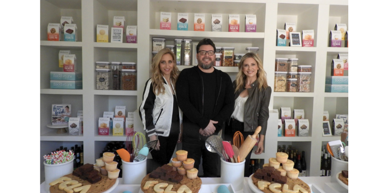 (L-R) Galit Laibow, Greg Fleishman & Sarah Michelle Gellar founded Foodstirs, an organic baking goods brand in 2015.