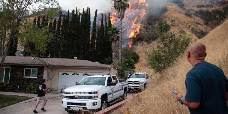 Image: The La Tuna Canyon fire over Burbank, California