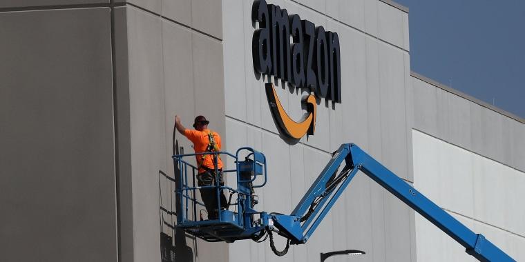 Image: Amazon To Open New Fulfillment Center In Sacramento