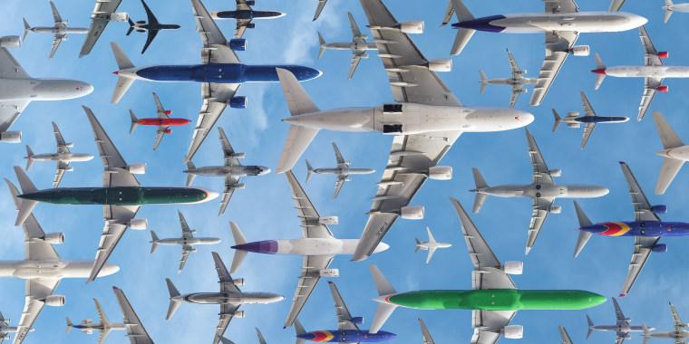 Image: Separting planes at Los Angeles International Airport
