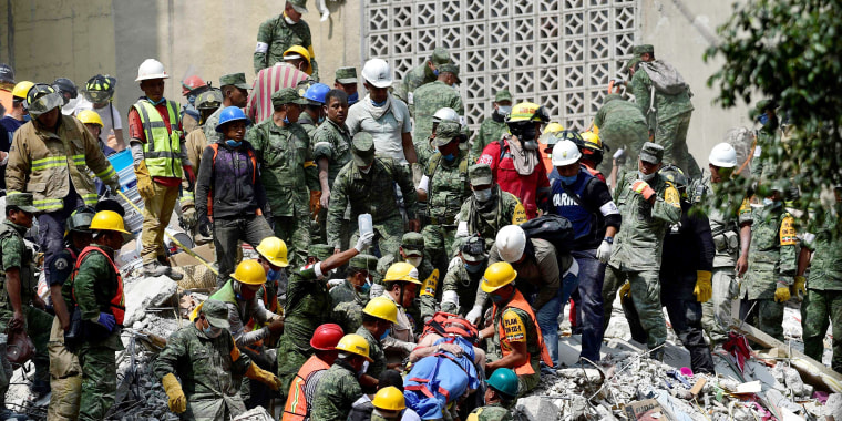 Image: A man is pulled out of the rubble alive in Mexico City