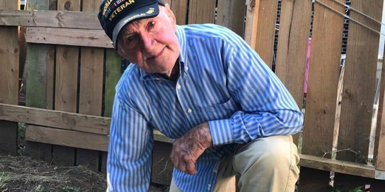 """97-year-old WWII veteran John Middlemas """"takes a knee"""" in support of protesting NFL players."""