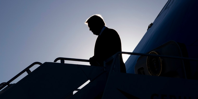 Image: Trump arrives on Air Force One