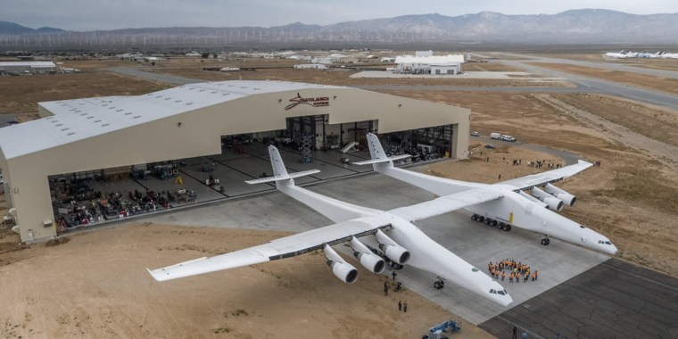 World's biggest plane, Stratolaunch, marks another key ...
