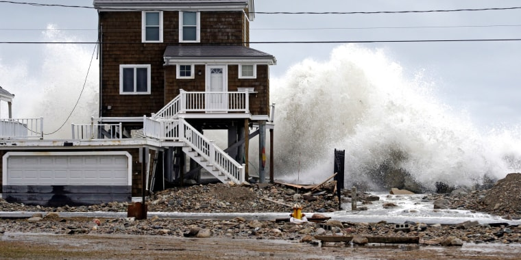 Image: A house continues to get pummeled by high surf