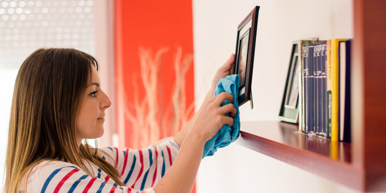 How to clean a picture frame