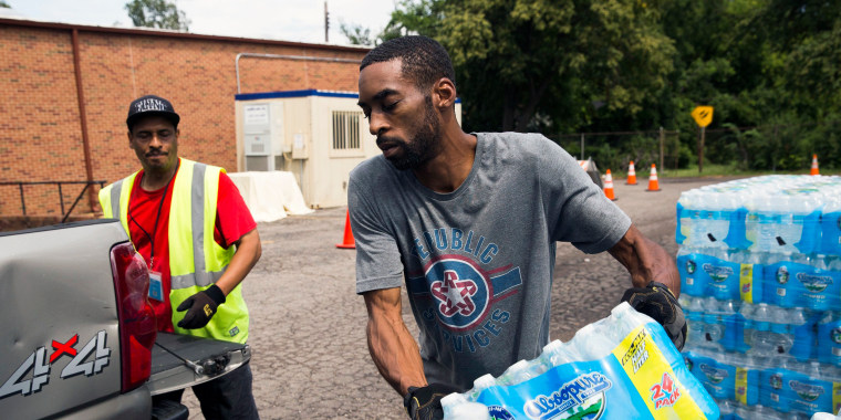 Lead crisis: Flint braces as Michigan shuts down free bottled water sites