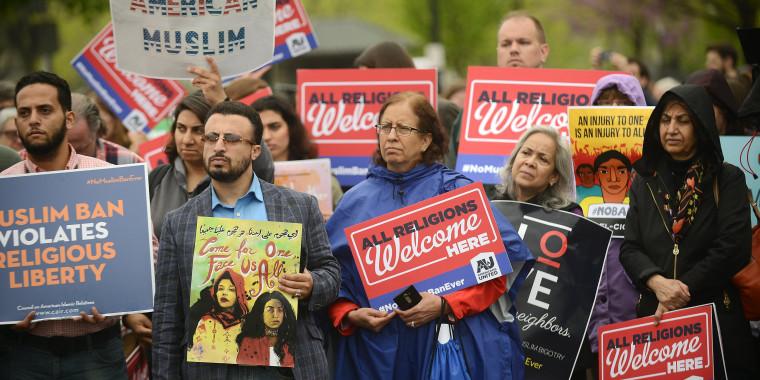 Image: Donald J. Trump's travel ban Supreme Court hearing