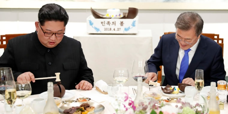 Image: Kim Jong Un and Moon Jae-in