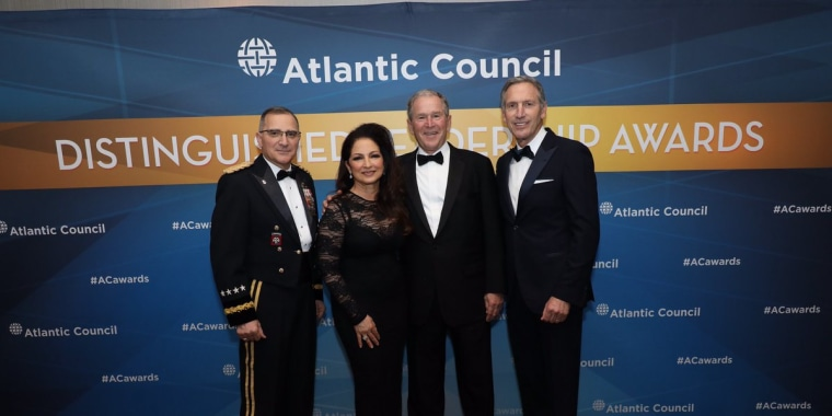 Cuban-American singer Gloria Estefan, with Gen. Curtis Scaparotti, former Pres. George W. Bush and Starbucks founder Howard Schultz, all 2018 Atlantic Council Awards honorees, at ceremony in Washington, D.C. on May 10, 2018.