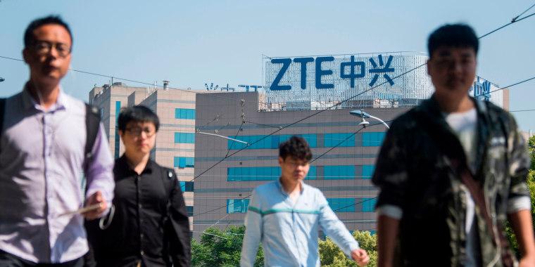 Hasil gambar untuk Trump makes sanctions relief deal for Chinese telecom