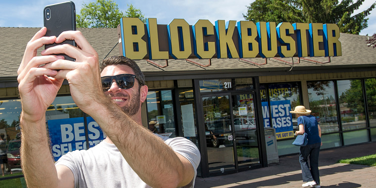 Image: Scott Thornton takes a selfie in front of the Bend, Oregon Blockbuster on July 13, 2018.