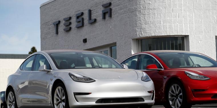 Image: Unsold 2018 Model 3 Long Range vehicles sit on a Tesla dealer's lot