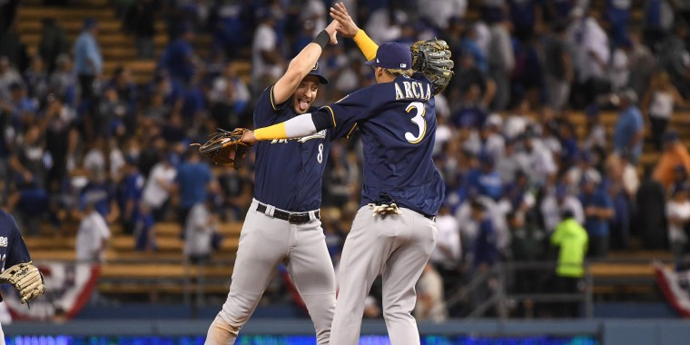 Image: League Championship Series - Milwaukee Brewers v Los Angeles Dodgers - Game Three