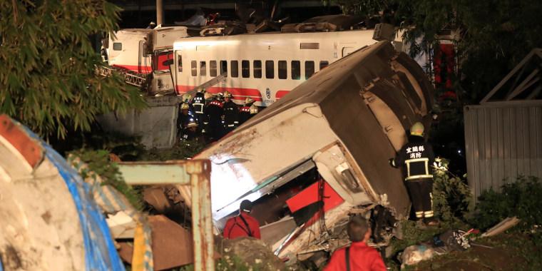 Image: Taiwan train derailment