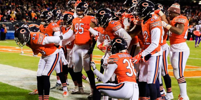 Image: Eddie Jackson and Chicago Bears teammates
