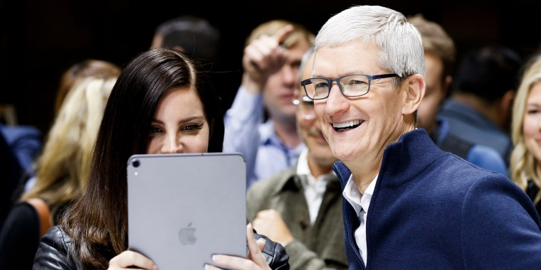 Image: Apple CEO Tim Cook and US singer Lana Del Rey look at a new iPad Pro during an Apple hands-on event in One Hanson Place