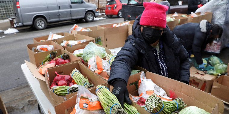 Image: FILE PHOTO: Food is distributed at the nonprofit New Life Centers' food pantry in Chicago